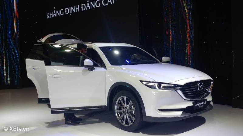 Mazda CX-8 màu trắng ra mắt tại sự kiện