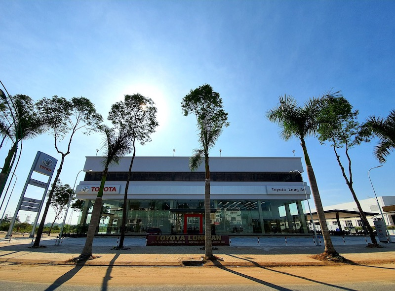 Toyota Long An toàn cảnh showroom